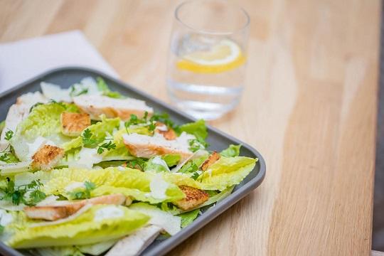 assiette réutilisable pour restauration à emporter